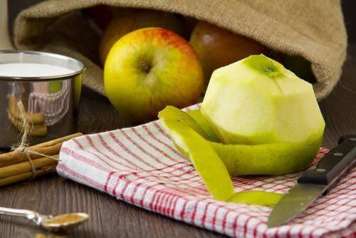 Καθαρισμένα πράσινα μήλα