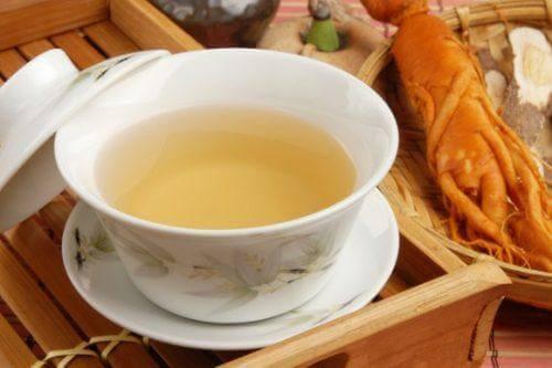 Τσάι με αμερικανικό τζίνσενγκ σε φλιτζάνι