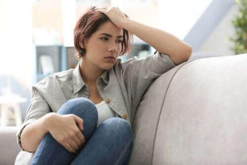 4 τρόποι με τους οποίους επηρεάζει τον εγκέφαλο η κατάθλιψη
