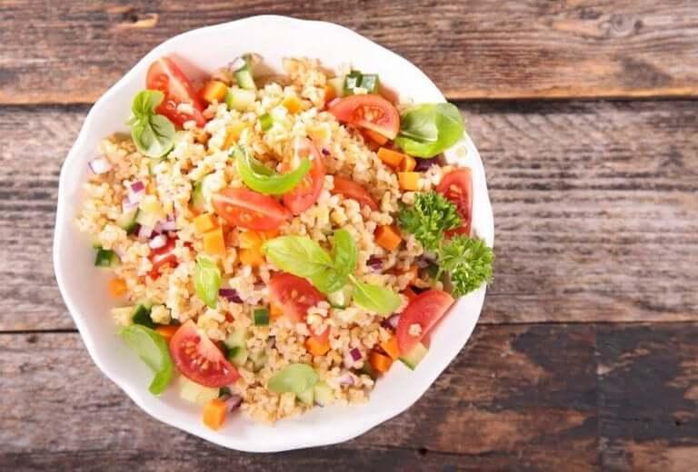 Πιάτο με τροφές που περιέχουν πρωτεΐνες