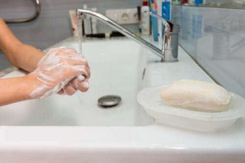 Σαπούνι χεριών: τι να κάνετε με αυτό που μένει