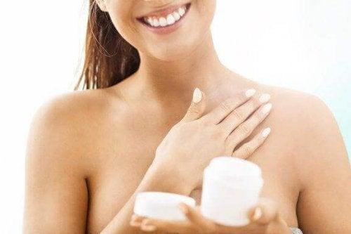 6 κόλπα για να σφίξετε το δέρμα σας με φυσικό τρόπο
