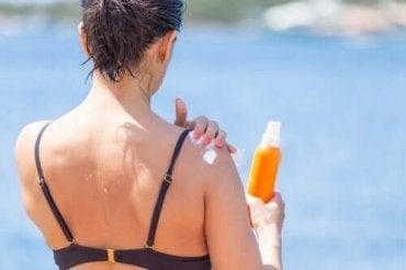 Πώς να λευκάνετε τα σκούρα σημεία του δέρματος