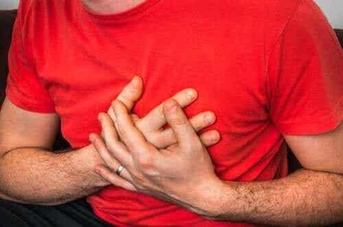 Πόνος στο στήθος όταν βήχετε: τι σημαίνει