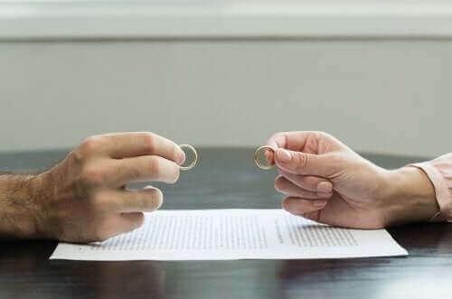 7 συμβουλές για να ξεπεράσετε ένα τραυματικό διαζύγιο