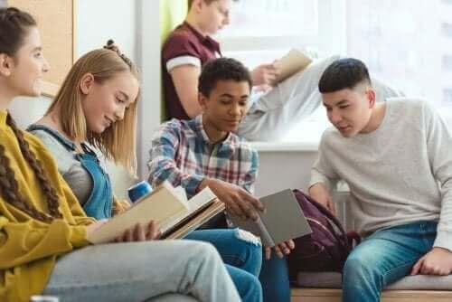 Προέφηβοι διαβάζουν