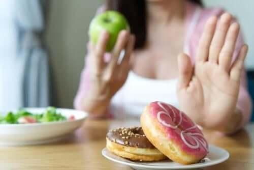 Γυναίκα λέει όχι στα γλυκά