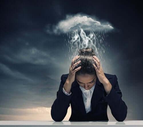 Γυναίκα υποφέρει από ημικρανία