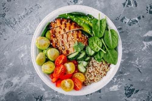9 τροφές για την εξάλειψη του λίπους στην περιοχή της κοιλιάς