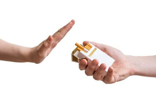 Άτομο λέει όχι στο κάπνισμα