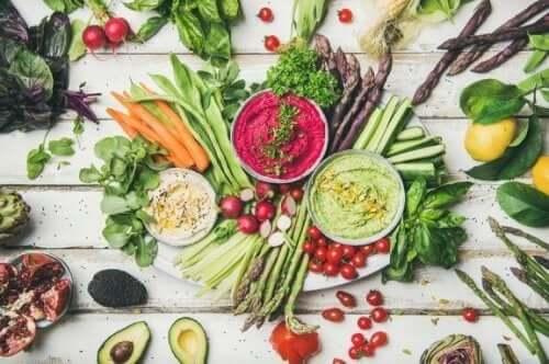 Ωμοφαγική διατροφή: Τα οφέλη και τα ρίσκα της