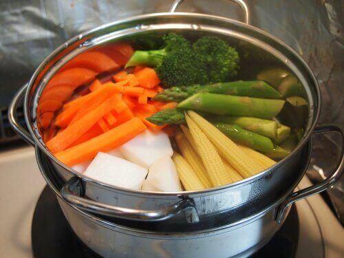 Λαχανικά σε κατσαρόλα