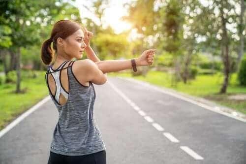 Μυϊκές διατάσεις ή ενδυνάμωση των μυών: Τι είναι καλύτερο;