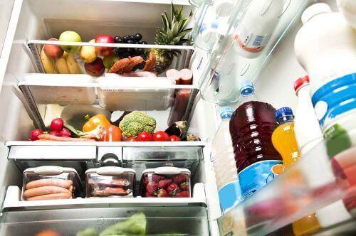 Τακτοποιημένο ψυγείο