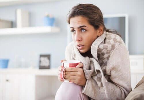 Γυναίκα κρυώνει