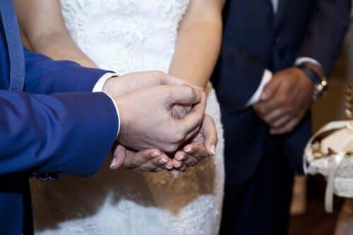 Ζευγάρι παντρεύεται