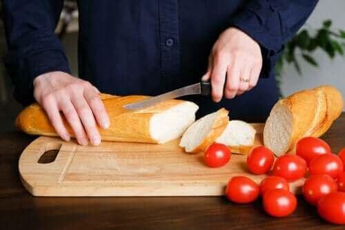 Είναι παχυντικό το ψωμί; Πώς να το τρώτε