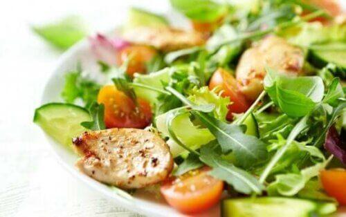 Τέσσερις ανάμεικτες σαλάτες που πρέπει να δοκιμάσετε