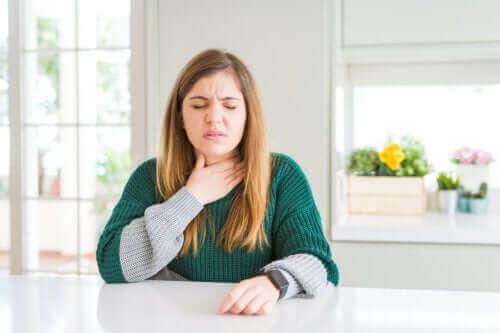 Πώς ν' ανακουφίσετε τον πονόλαιμο φυσικά