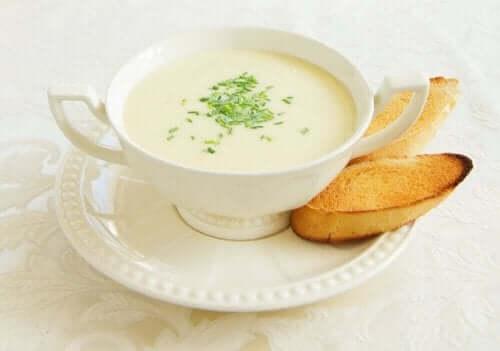 Κρεμώδης σούπα από σπαράγγια
