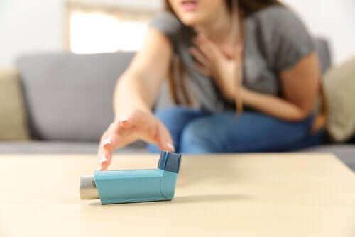 Οξύ δριμύ άσθμα: Συμπτώματα και αντιμετώπιση