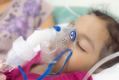 Παιδί με μάσκα οξυγόνου