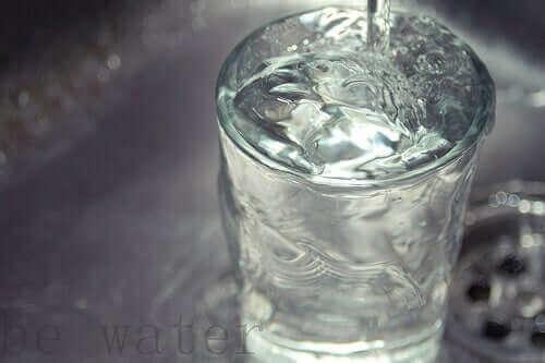 Ποτήρι με νερό