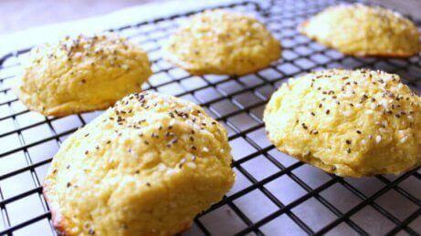 Σπόροι σουσαμιού σε μπισκότα