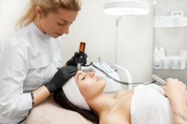 Ποια είναι τα οφέλη της σύσφιξης δέρματος με ραδιοσυχνότητες;