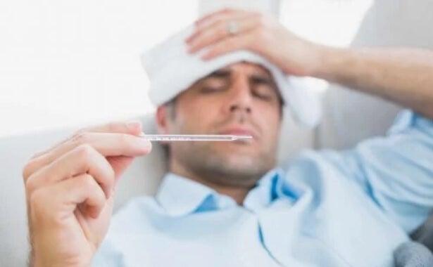 Άρρωστο άνδρας με πυρετό