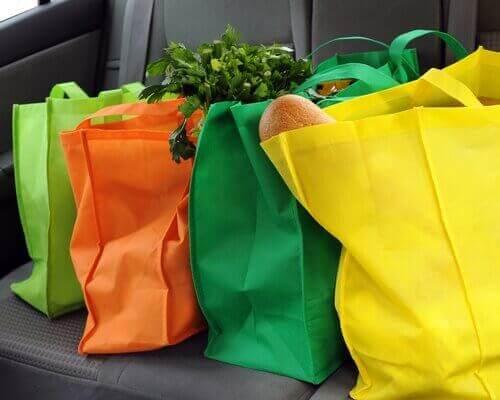 Χρωματιστές επαναχρησιμοποιήσιμες τσάντες αγορών