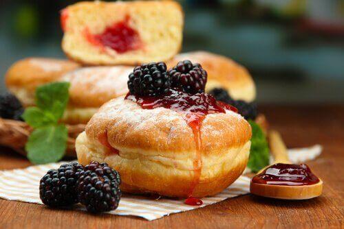 Ντόνατς με μαρμελάδα