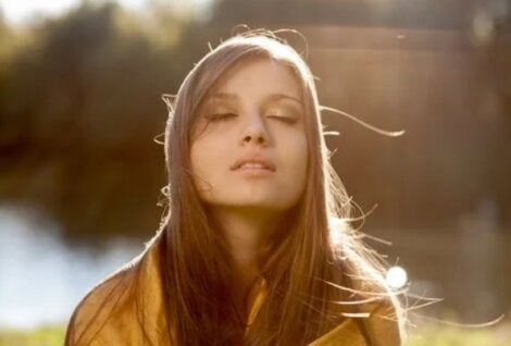 γυναίκα στον ήλιο