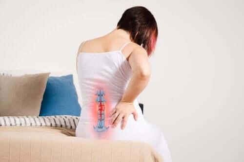 Γυναίκα υποφέρει από ριζοπάθεια