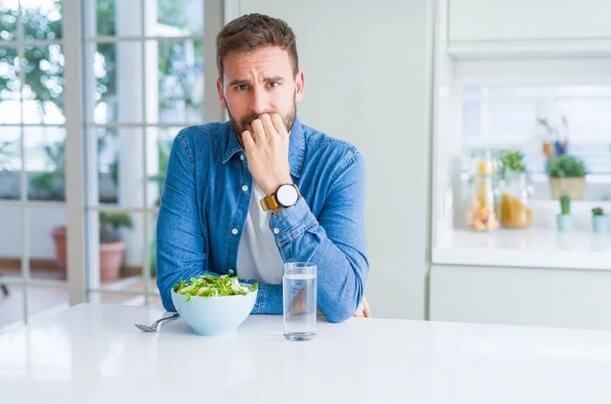 Πώς να τρώτε λιγότερο κατά τη διάρκεια της καραντίνας