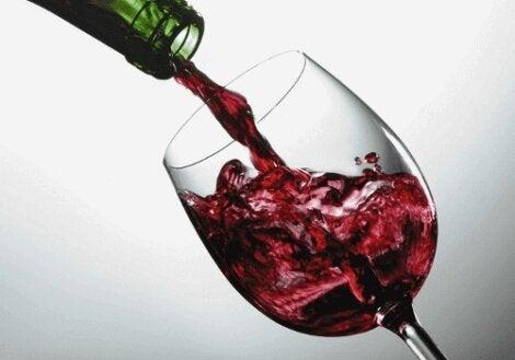 Κόκκινο κρασί σε ποτήρι
