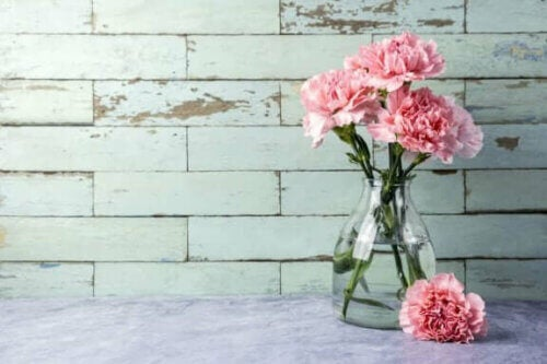 Λουλούδια σε γυάλινο βάζο