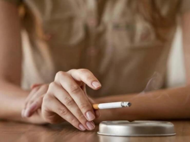 Τσιγάρο σε τασάκι