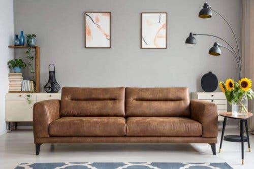 Καναπές και πίνακες