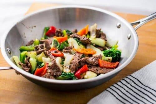 Κρέας και λαχανικά σε γοκ