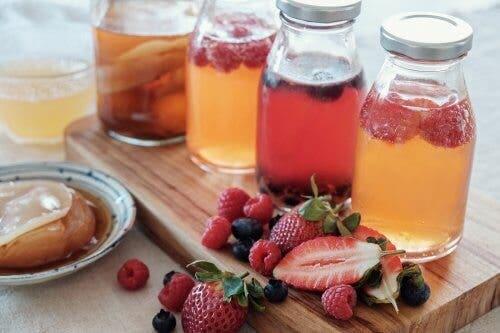 Πώς να κάνετε εγχύματα φρούτων: 5 εύκολες συνταγές