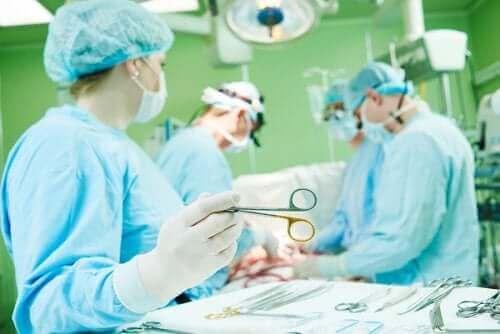 Τι είναι η στερνοτομή, επιπλοκές και ανάρρωση