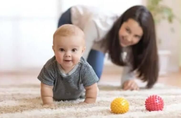 Πώς να ενθαρρύνετε το μωρό σας να μπουσουλήσει