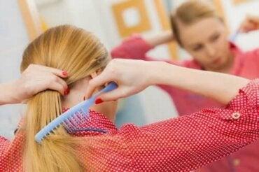 Αποτροπή απώλειας μαλλιών: Πέντε κόλπα για υγιές κρανίο