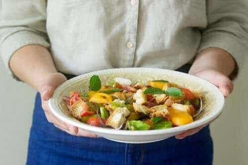 Δέκα κίνητρα για να ακολουθήσετε τη μεσογειακή διατροφή