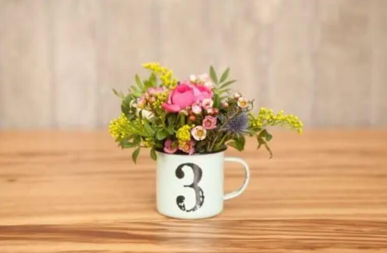 Λουλούδια σε κούπα