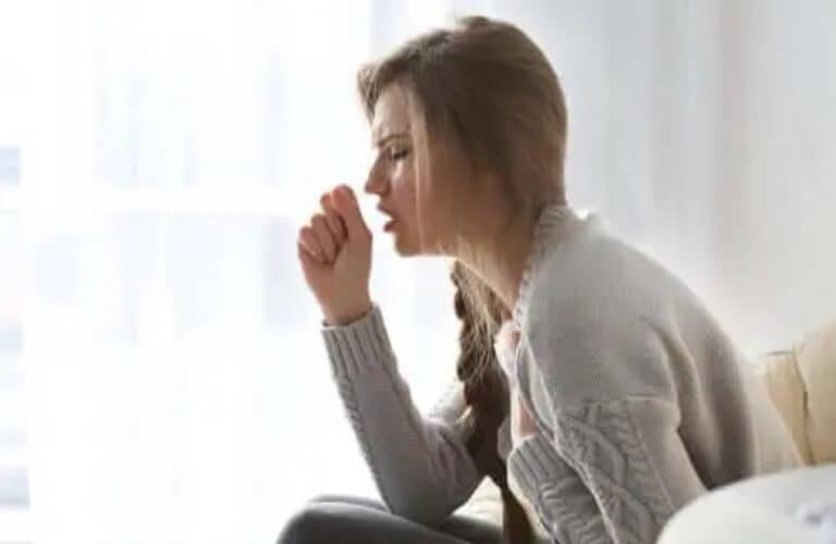 Πονοκέφαλος λόγω βήχα: Τι πρέπει να ξέρετε