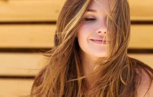 Γυναίκα χαμογελά