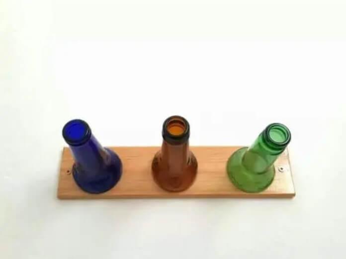 Πώς να φτιάξετε μόνοι σας μια κρεμάστρα για καπέλα από μπουκάλια