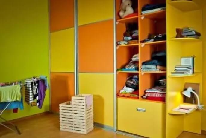 Παιδικό υπνοδωμάτιο με ράφια